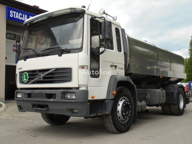 camion cisterna per latte VOLVO FL 220