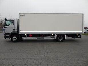 camion isotermico MAN TGM 15.250 KONTENER ŁAD.7.600kg WINDA