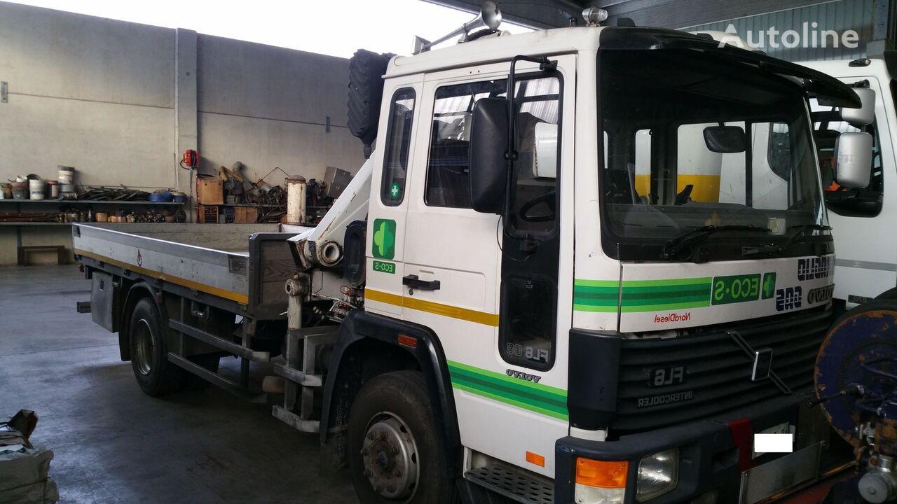 camion pianale VOLVO FL608 4X2