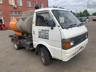 camion trasporto carburante NISSAN vanette