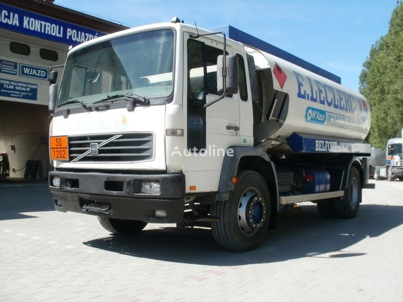 camion trasporto carburante VOLVO FL19 M25