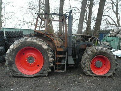 pezzi di ricambi b/u zapchasti / used spare parts CLAAS per trattore CLAAS ARES 836